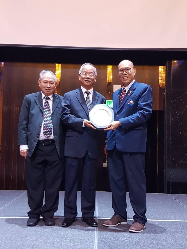 http://seags.ait.asia/wordpress/wp-content/uploads/IMG-20180310-WA0006_Mememto-to-Datuk-Paduka-Keizrul.jpg