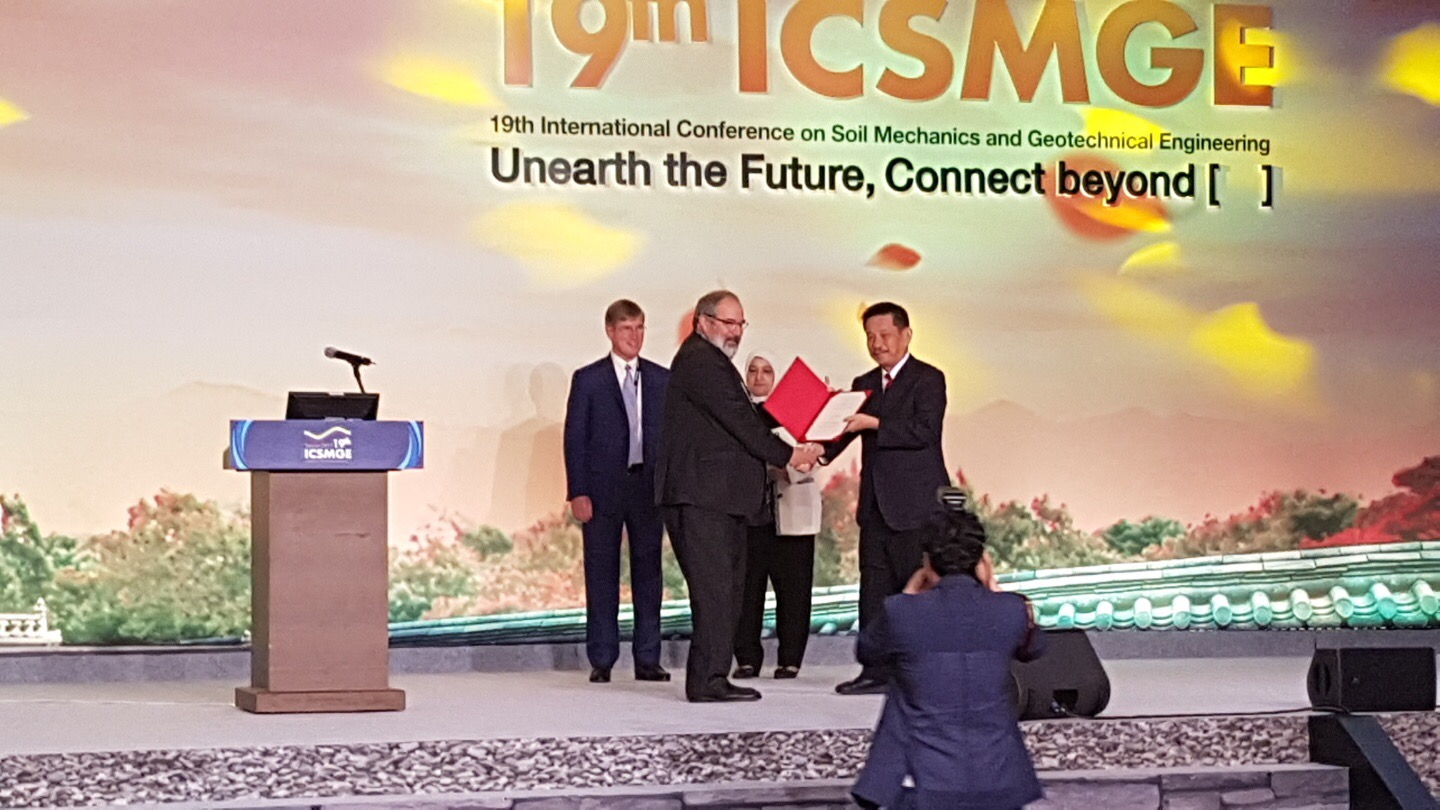 Prof Towhata receiving Certificate from Prof Roger Franks Seoul ICSMGE
